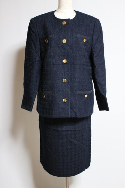 アクリス/ノーカラーネイビースカートスーツ