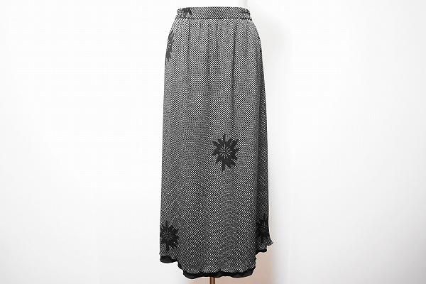 シセンドウ ワンポイント花柄ロングスカート