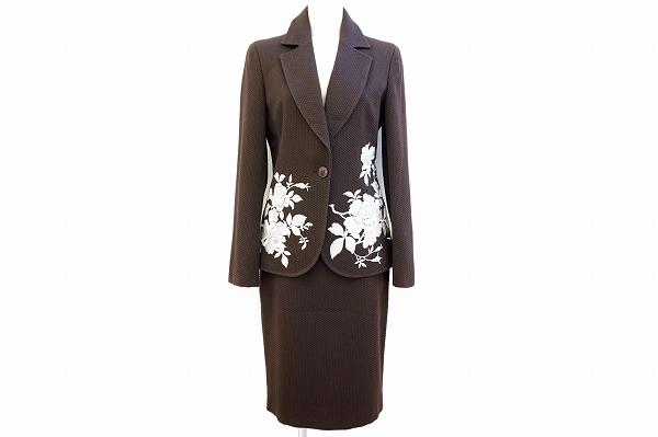 トマソステファネリ 花柄刺繍スカートスーツ
