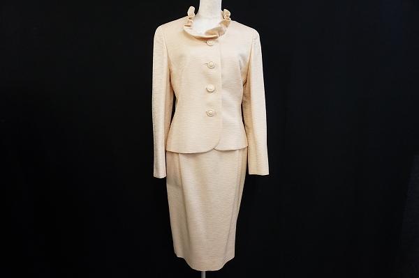 ユキトリイ コサージュ付きシルク混スカートスーツ