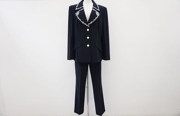 エスカーダ 襟刺繍パンツスーツ