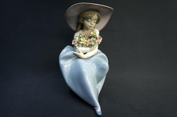リヤドロ No.5862 【花の香りにつつまれて】