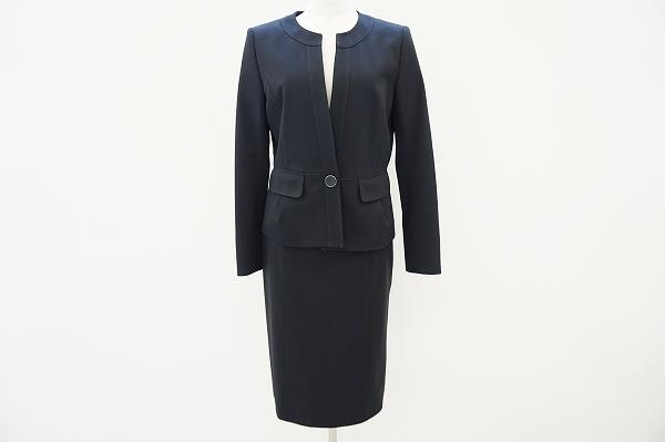 ジユウク ノーカラースカートスーツ