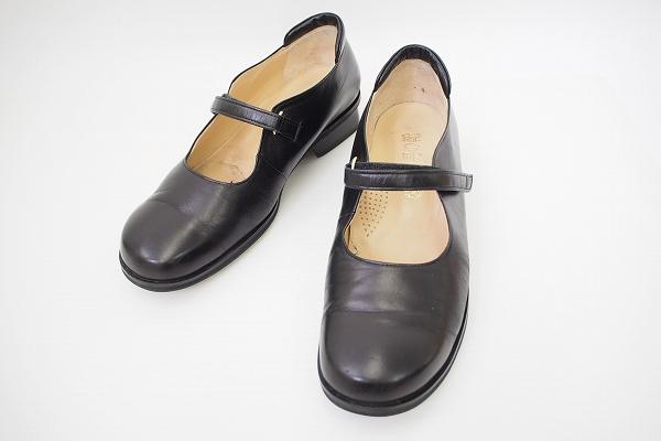 菊地武男の靴 ストラップパンプス