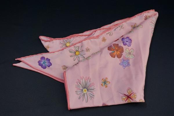 エルメス 三角花柄シルクスカーフ