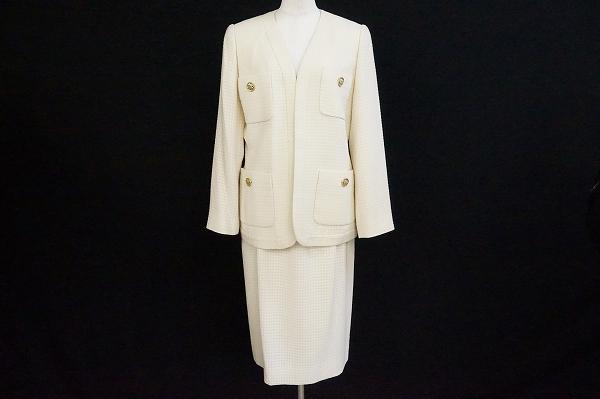 ジュウジンプラザ 金ボタンスカートスーツ